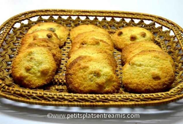 panier de biscuits aux noisettes et noix de coco