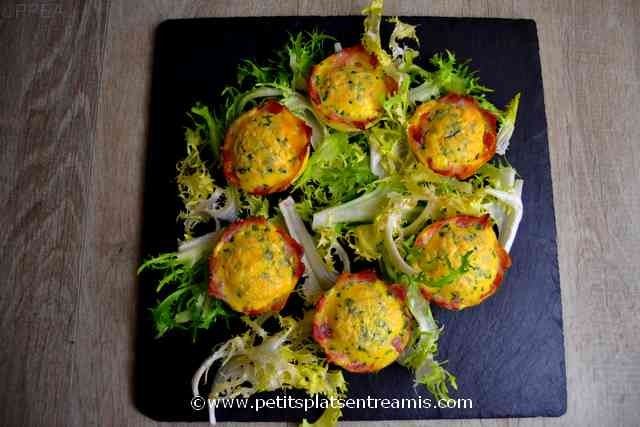 assiette de nids d'omelette au lard