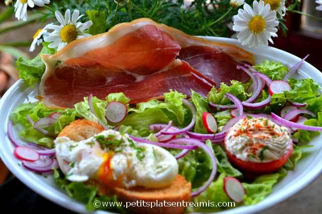 assiette de salade au jambon de pays