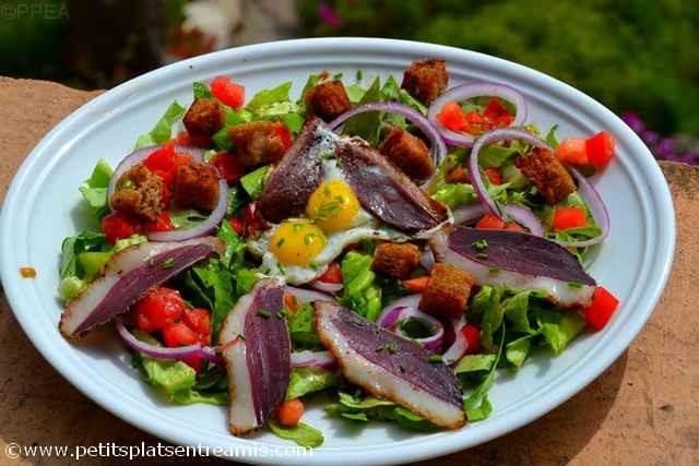 assiette de salade au magret séché