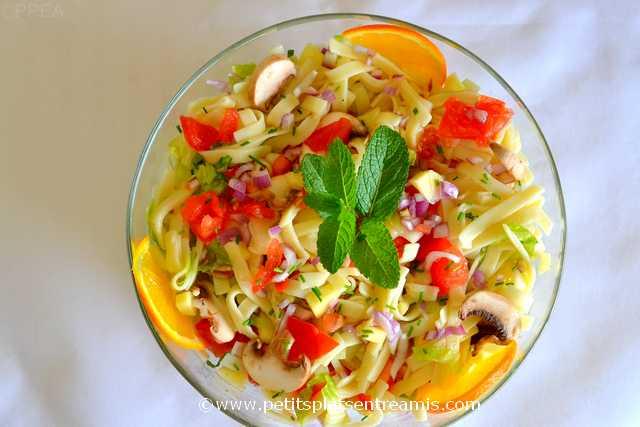 plat de salade-de-pâtes-au-parfum-d'agrumes