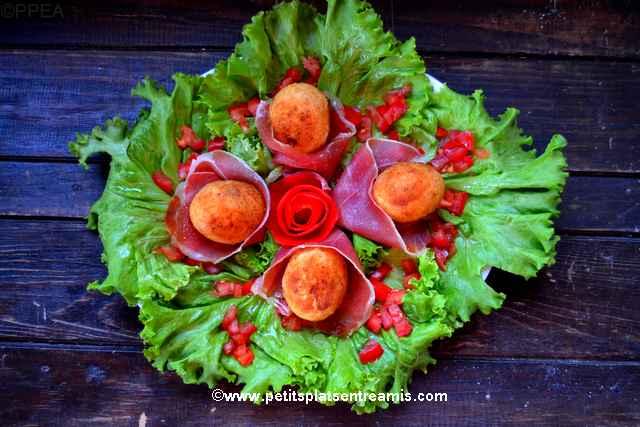 plat d'oeufs-panés-au-jambon-cru
