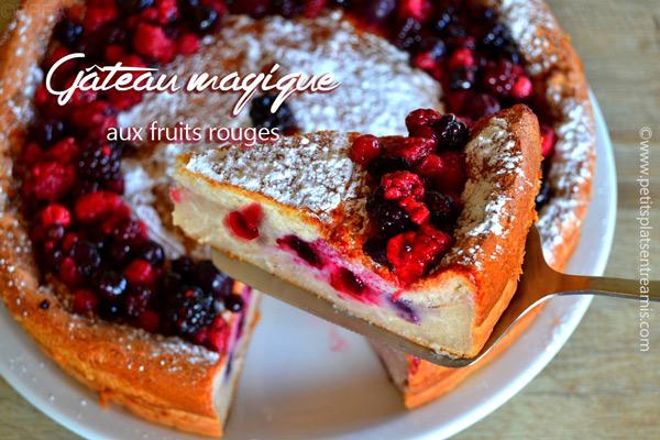 gâteau-magique-aux-fruits-rouges