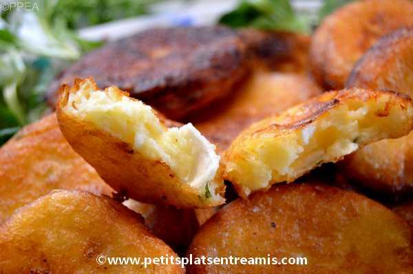 bouchée de galettes de pommes de terre au chèvre et basilic