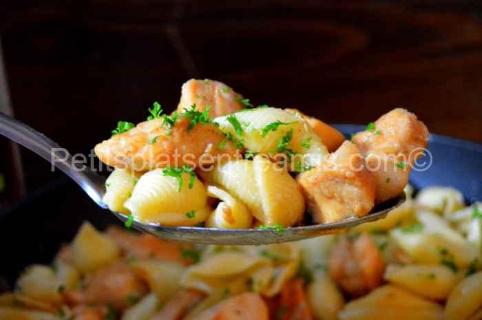 cuillère de pâtes au poulet sauté au sirop d'érable au yuzu