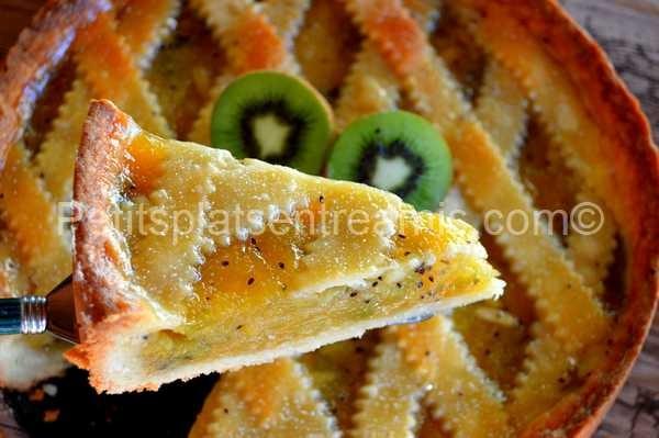 part de tarte aux pommes et kiwis