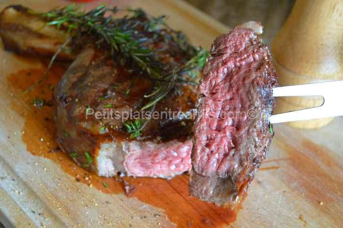 Bouchée de côte de bœuf grillée au barbecue thym et romarin