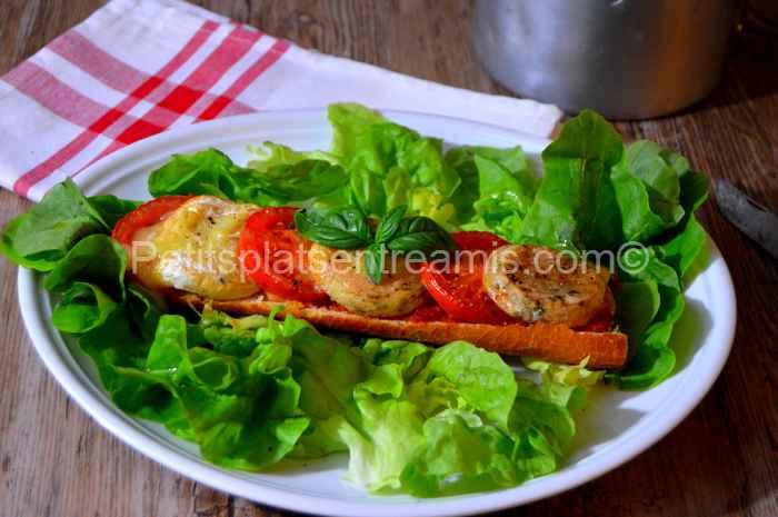 Tartine de Rocamadour fermier tomate basilic recette