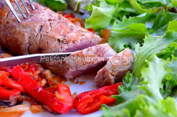 recette faux-filet aux oignons et poivrons