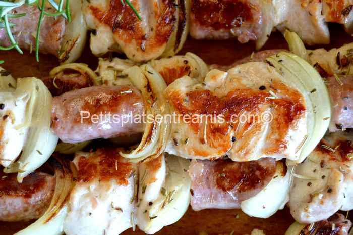 brochettes poulet-chipolatas