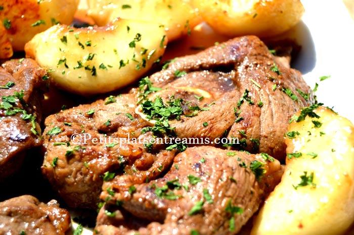 recette-tranches-de-gigot-d'agneau-aux-pêches-blanches