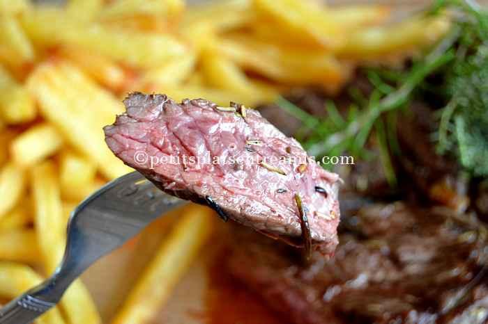Dégustation de rumsteak grillé et frites maison