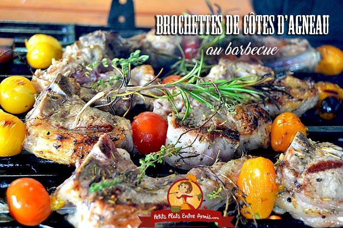 Brochettes de côtes d'agneau au barbecue