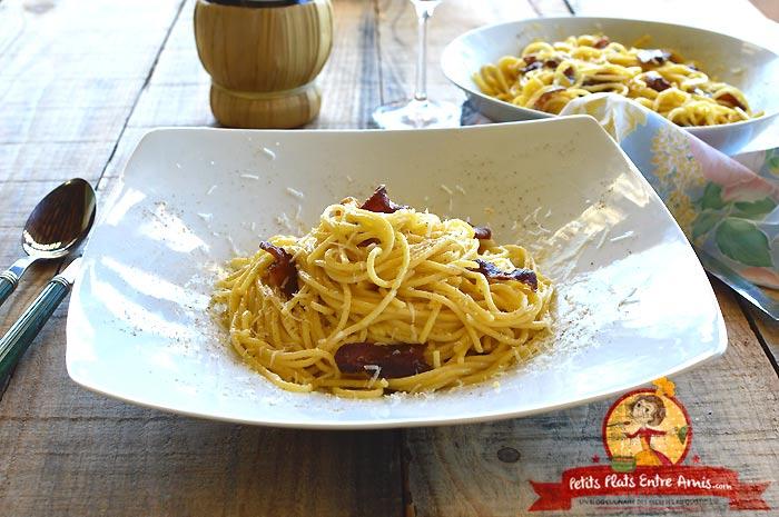 Plat de pâtes à la carbonara la recette italienne